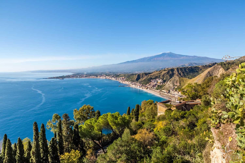 Suggerimenti Per Casa Vacanza Giardini Naxos Stock Di Giardino Decorativo
