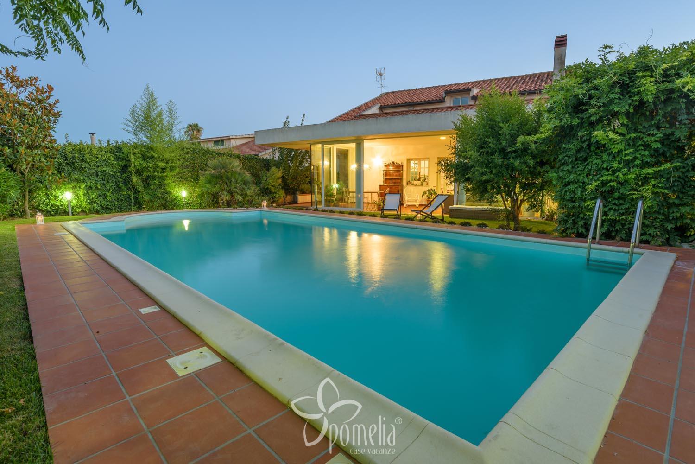 Case Moderne Con Piscina : Demetra villa con piscina in sicilia nelle campagne di ragusa