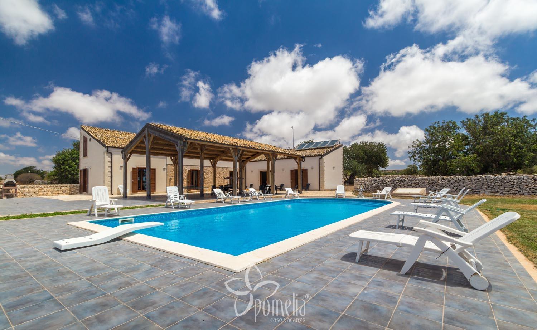 Calliope villa con piscina in sicilia a marina di ragusa - Ville con piscina ...
