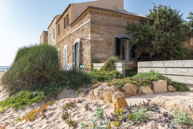 Affordable villa le tamerici alloggio sulla spiaggia di for Esterni di ville