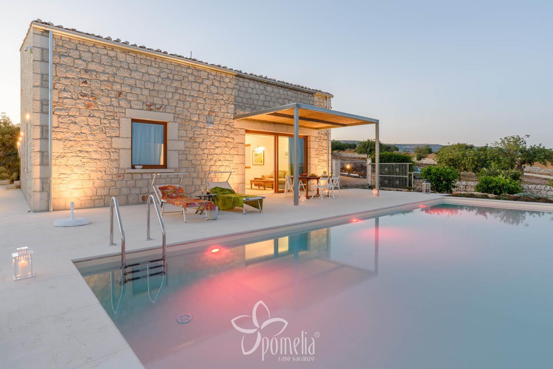 Best villa lumia piscina with case moderne con piscina for Ville moderne con piscina